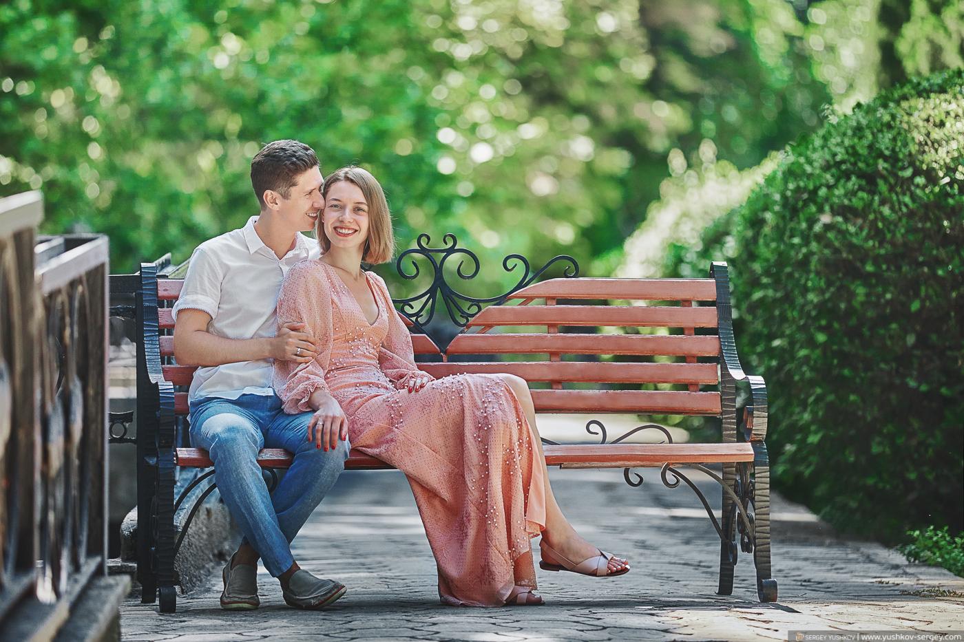 Свадьба для двоих в Крыму. Гурзуфский парк. Фотограф - Сергей Юшков.