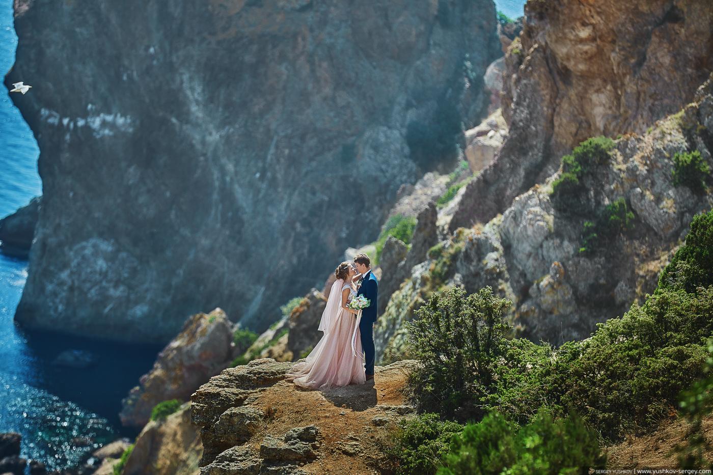 Свадебная фотосессия для двоих у моря. Мыс Фиолент. Севастополь, Крым. Фотограф - Сергей Юшков.