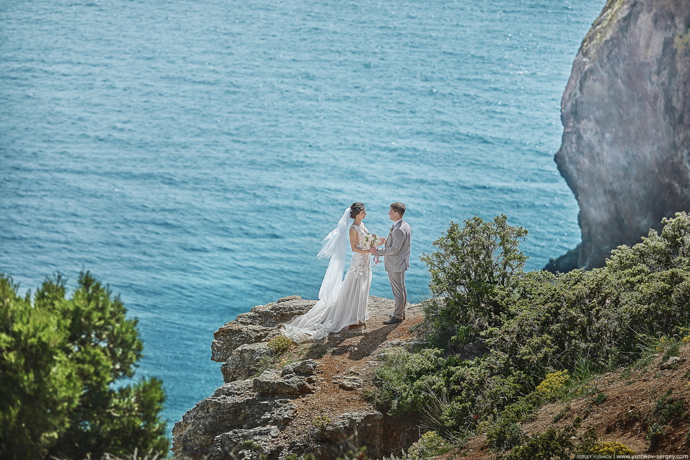 Свадебная фотосессия на мысе Фиолент, Севастополь.