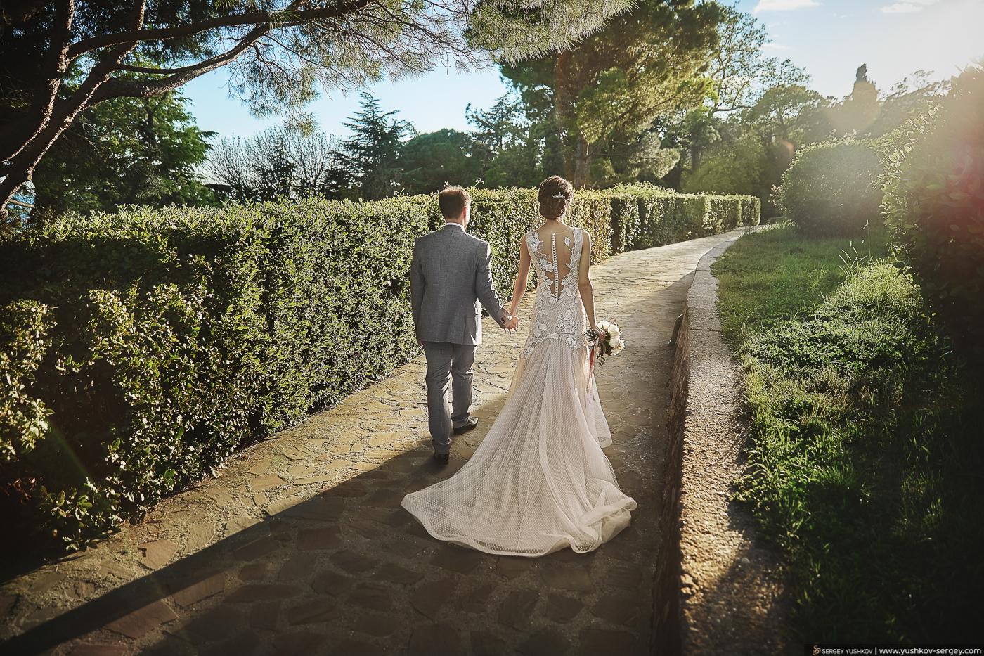 Красивая свадебная фотосессия в Крыму. Парк Воронцовского дворца в Алупке. Фотограф - Сергей Юшков.