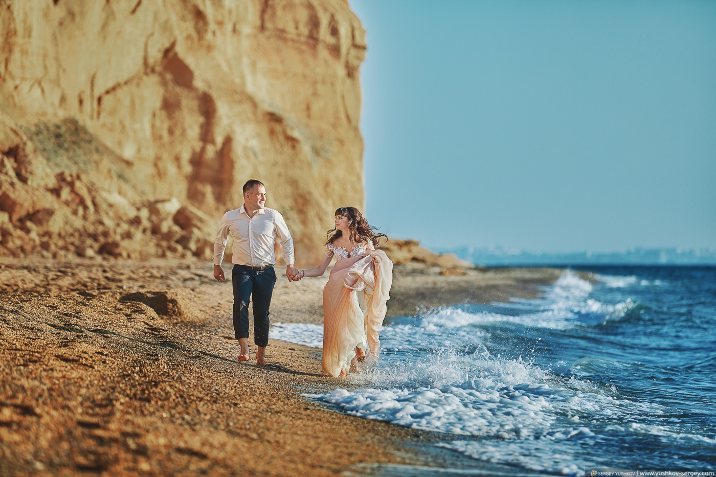 Свадьба для двоих в Крыму. Фотосессия на закате. Свадебный фотограф - Сергей Юшков.