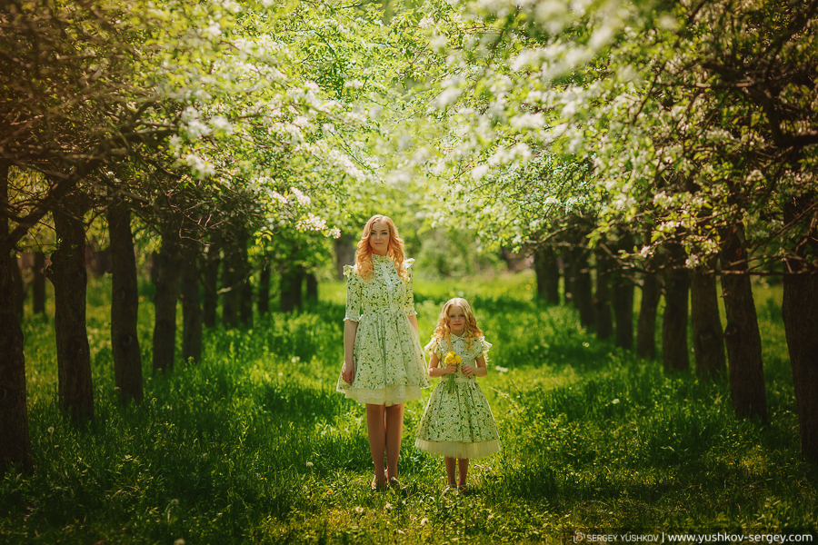 "Photo project ""Mother and Daughter"". Blooming gardens of the Crimea."