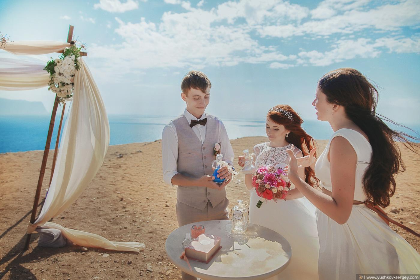 Свадьба для двоих в Крыму. Свадебная фотосессия на мысе Фиолент, Севастополь. Фотограф - Сергей Юшков.