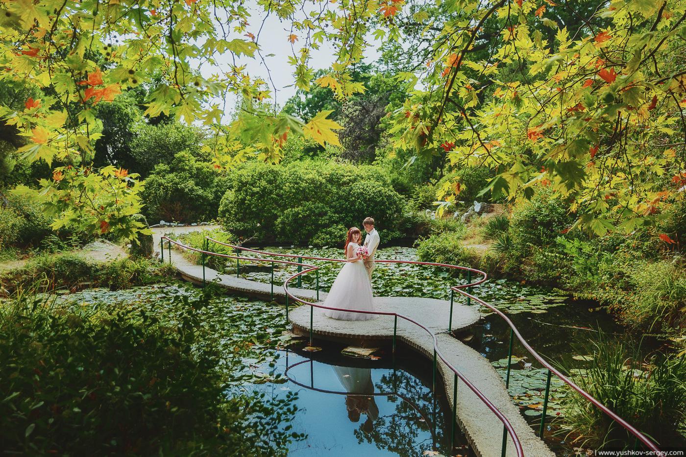 Свадьба для двоих в Крыму. Свадебная фотосессия в парке санатория Форос. Фотограф - Сергей Юшков.