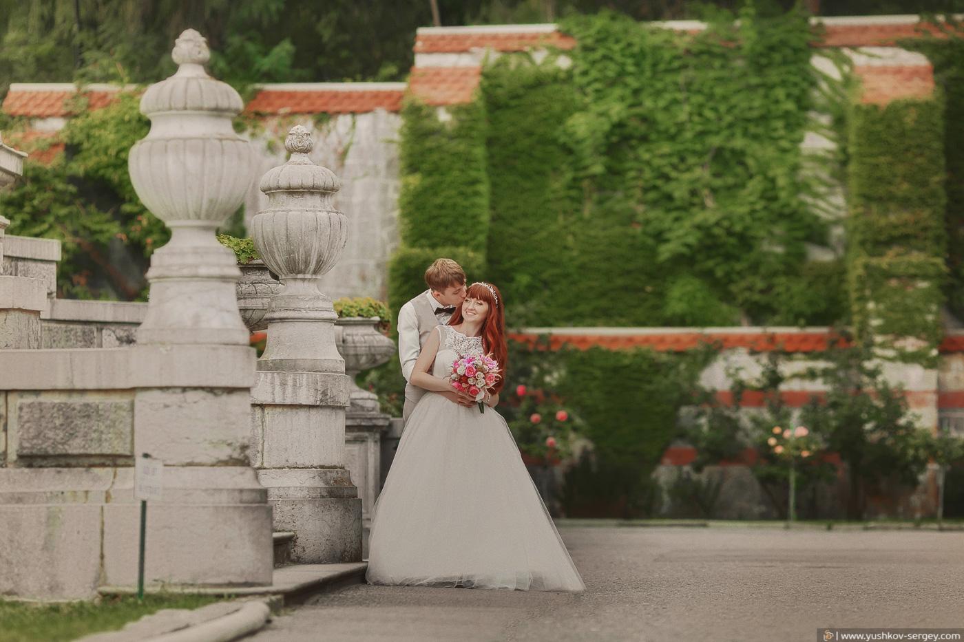 Свадьба для двоих в Крыму. Свадебная фотосессия в парке Массандровского дворца, Ялта. Фотограф - Сергей Юшков.