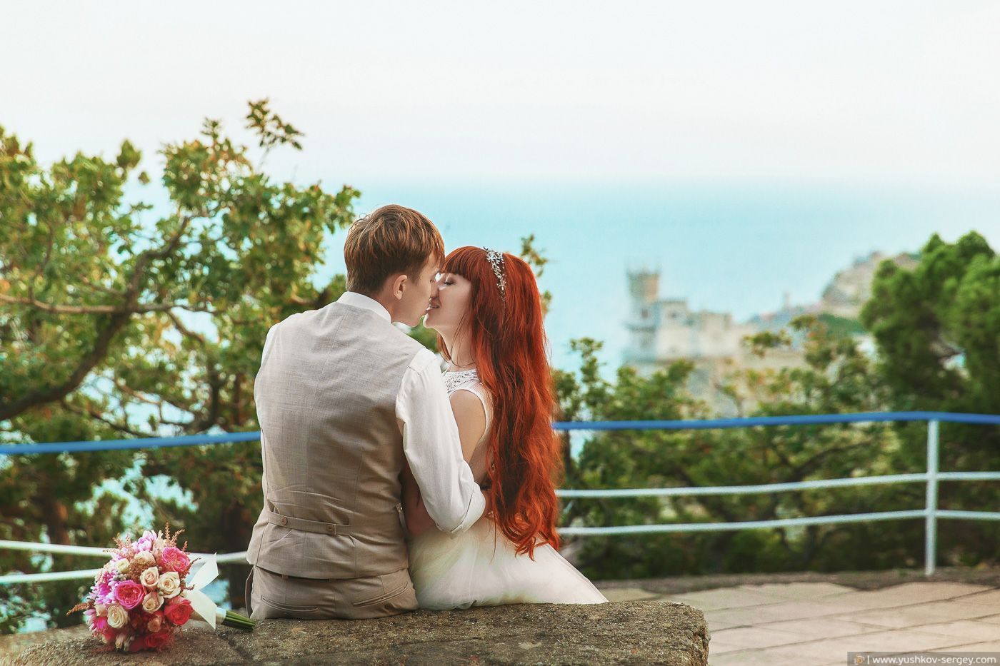 Свадьба для двоих в Крыму. Свадебная фотосессия а дворца Ласточкино гнездо, Ялта. Фотограф - Сергей Юшков.