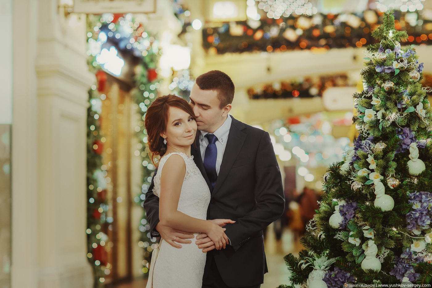 Зимняя фотосессия «Свадьба для двоих» в Москве в парке Царицыно и ГУМе