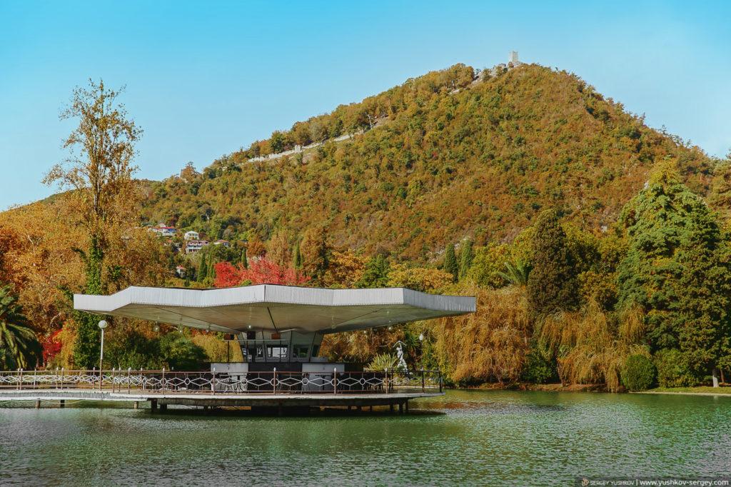 Кафе Лебедь, Новый Афон, Абхазия.