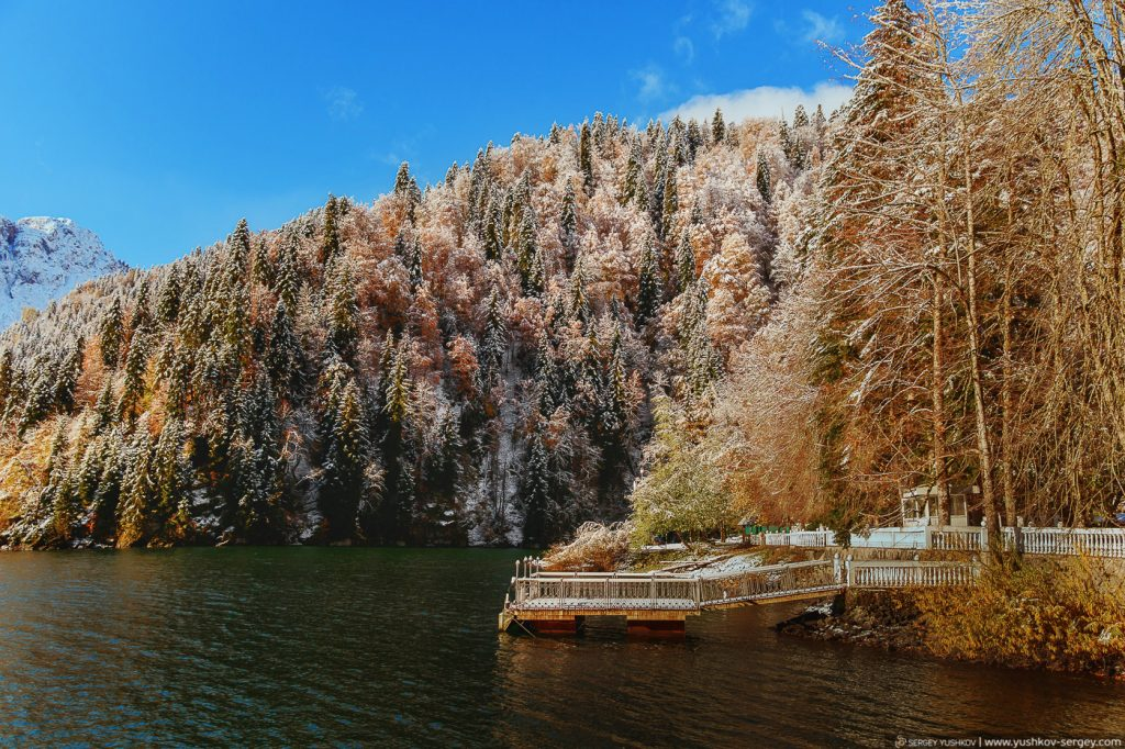 Дача сталина на озере Рица. Осень. Абхазия