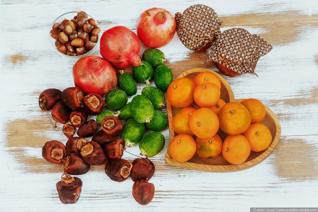 Сувениры из Абхазии. Каштаны, гранат, сушеная хурма, фейхоа, мандарины, мёд