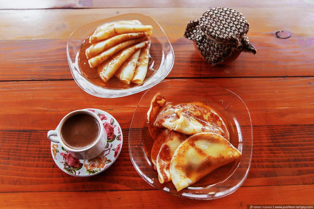 Пасека в селе Бзыпта. дегустация мёда. Абхазия