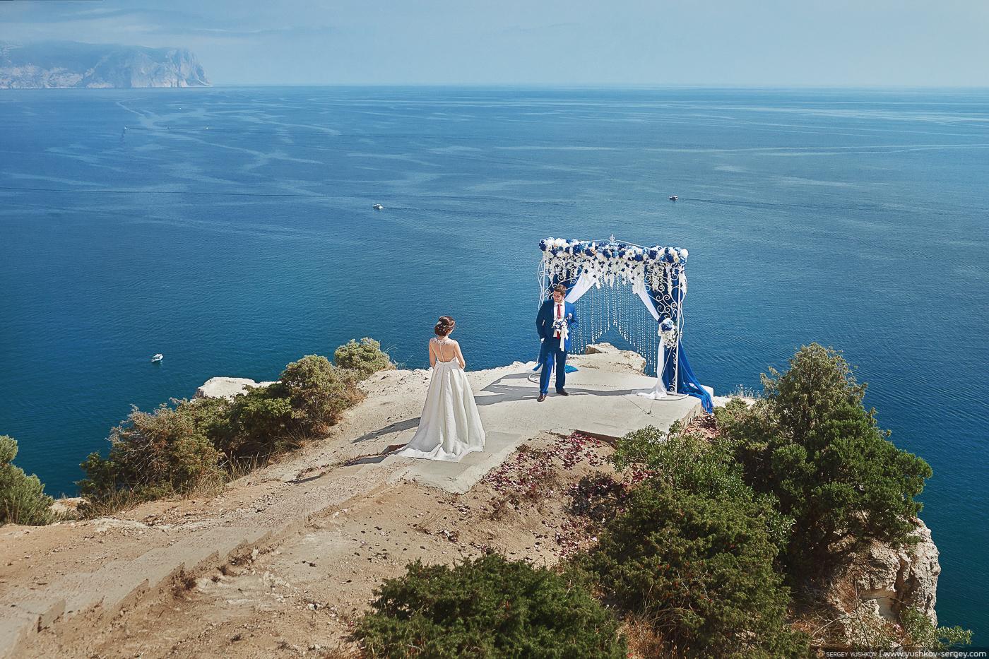 Свадебная фотосессия для двоих у моря на мысе Фиолент. Севастополь, Крым. Фотограф в Крыму - Сергей Юшков.