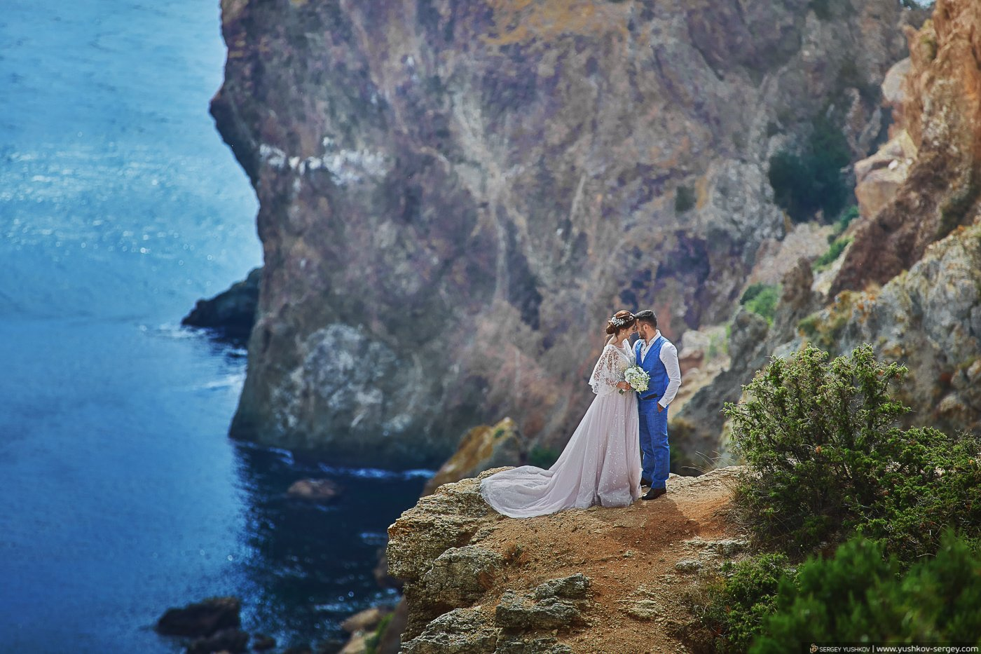 Свадьба для двоих в Крыму. Мыс Фиолент, Севастополь. Фотограф - Сергей Юшков.