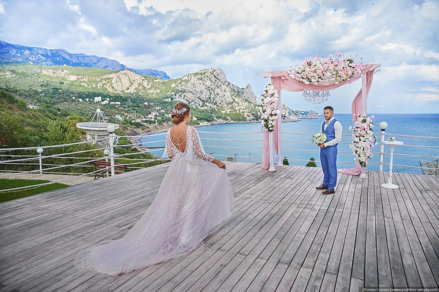 Свадьба для двоих. Выездная свадебная церемония с видом на море. Крым.