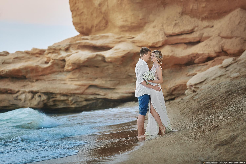 Свадебный фотограф в Крыму - Сергей Юшков. Фотосессия у моря, на песчаном пляже, Севастополь.