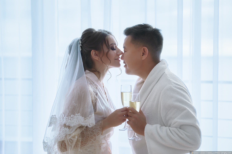 Утро жениха и невесты в отеле в Крыму. Свадебный фотограф - Сергей Юшков
